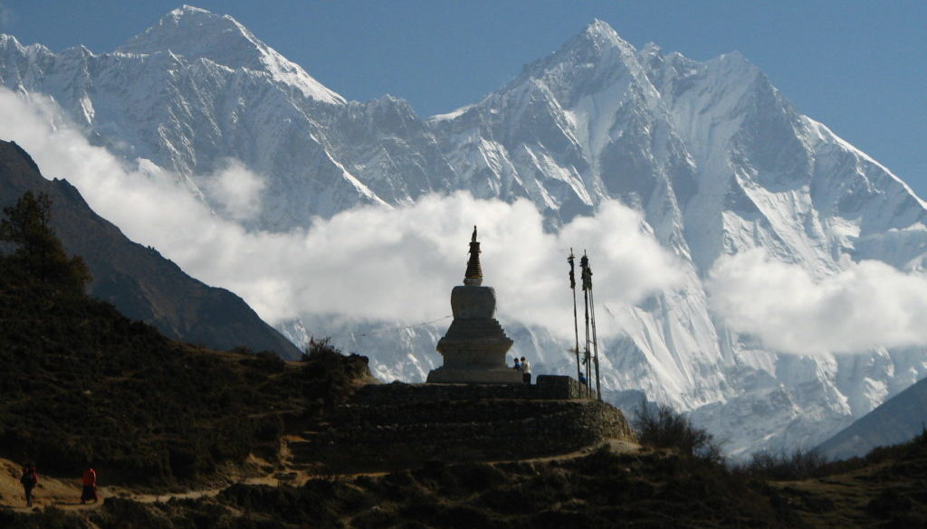 Chorten face à l'Everest et au Lhotse
